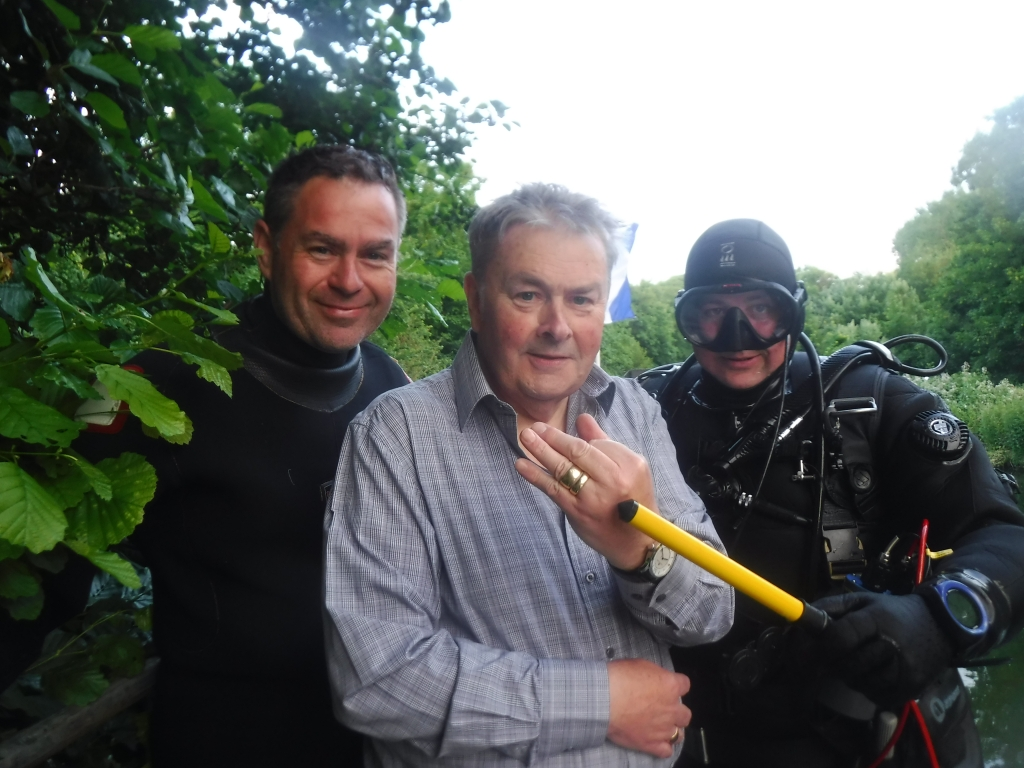 Search and recovery Diving Romney Lock